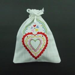 produit-portugais-pochette-cadeau-brodee-saint-valentin_432