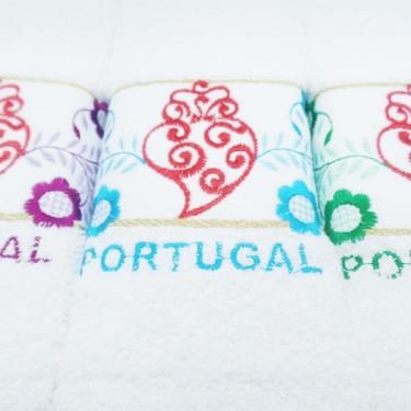 produit-portugais-boite-3-essuies-mains-brodes-coeur-de-viana-portugal_804_2