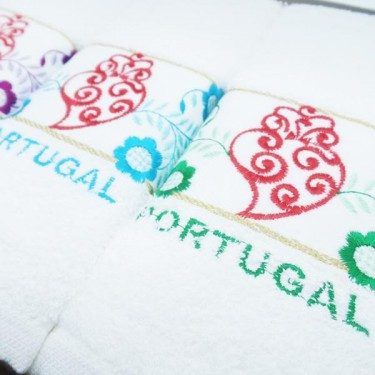 produit-portugais-boite-3-essuies-mains-brodes-coeur-de-viana-portugal_804_3
